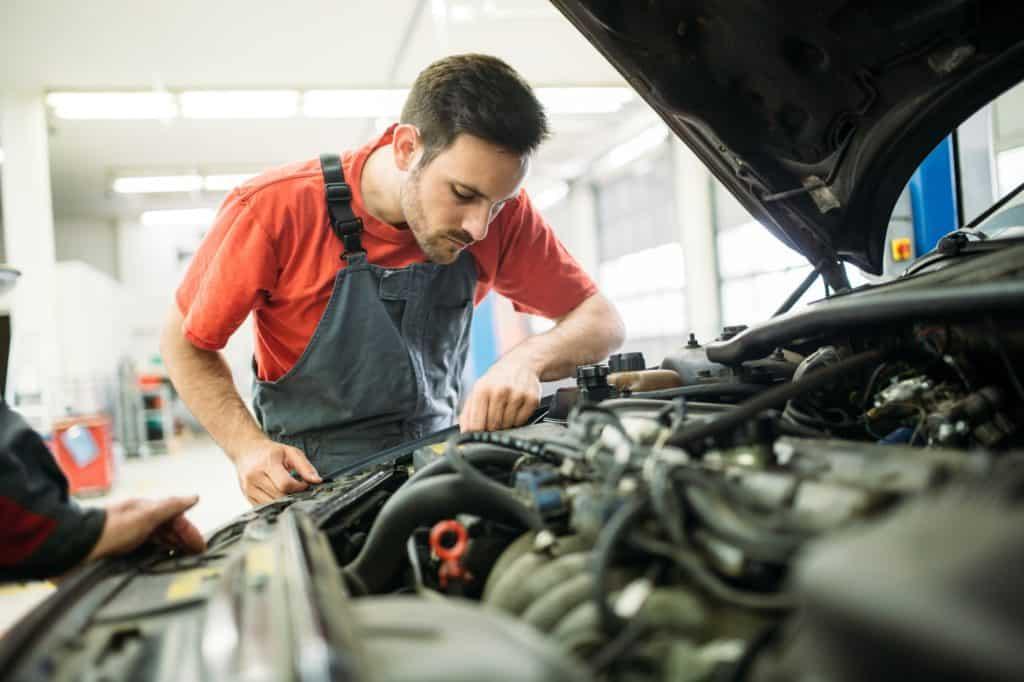Auto_mechanic_schools